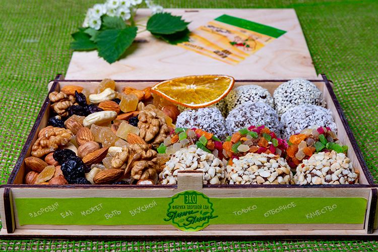 В ассортименте«Ямми Ямми»представлено невероятное многообразие вкусных, полезных иэкологичных сладостей изорехов, сухофруктов, семян имеда