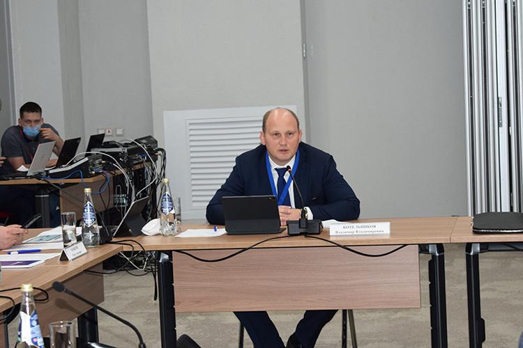 Директор АНО ДПО «Безопасность впромышленности»Владимир Котельниковпознакомил коллег сходом так называемой «регуляторной гильотины» ипроанализировал постулаты нововведений