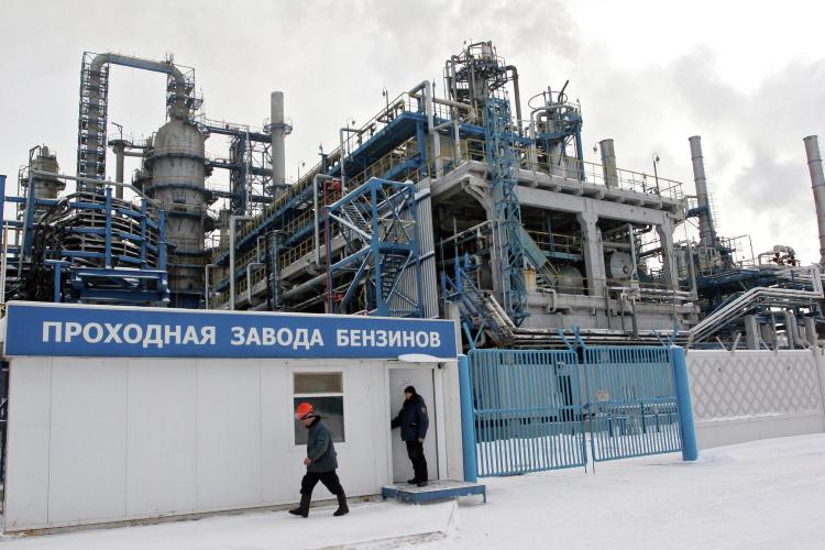 Глубина переработки нефти поитогам 2020 года составила 81,5%, годом ранее— 73,4%, при том, что средний для России показатель— 84,4%. При этом уНПЗ нет своего сырья, вэтом отношении предприятие полностью зависит отпоставок ицен «Татнефти»