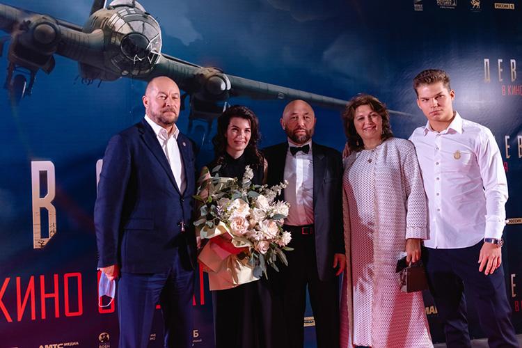 Глава аппарата президента ТатарстанаАсгат Сафаровпришел напремьеру совсей семьей: супругой, двумя дочерьми исыном