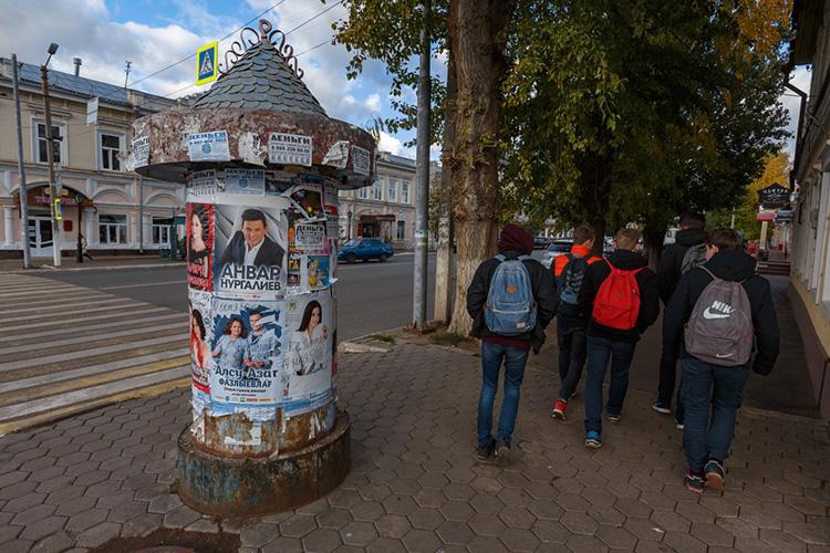 «Явырос вгороде Чистополе— это 100 километров отКазани. Ровно через 30 километров начинается муниципальный поселок, вкотором нефть есть, авЧистополенет»