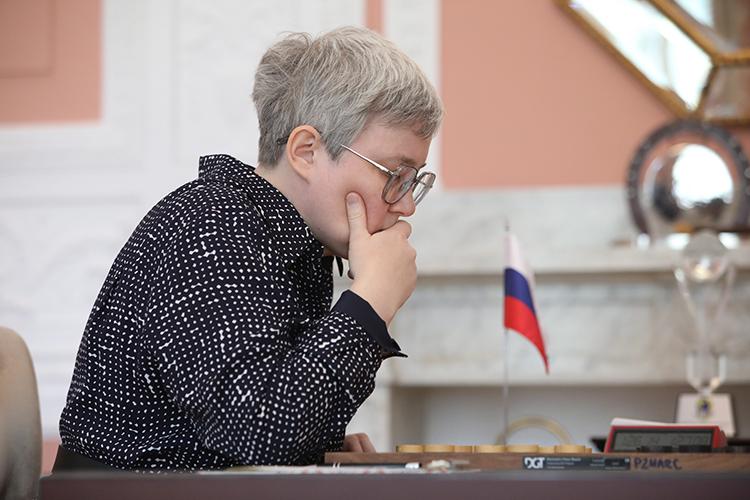 Одна изсильнейших шашисток мираТансыккужинародом изТатарстана. В Челнах она жила до15-тилет. Потомперебралась вБашкортостан к тренеру