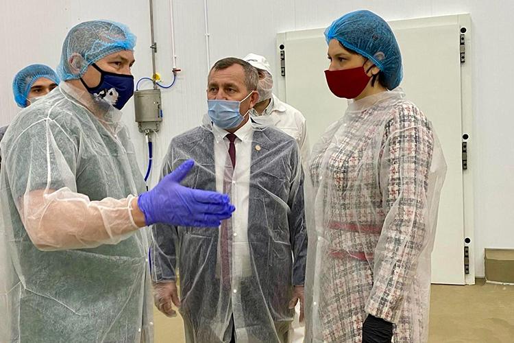 Нетолько татарстанские, ноифедеральные эксперты образцом ведения молочного хозяйства называют «АПК «Продпрограмму» Рифата Мутигуллина (слева)