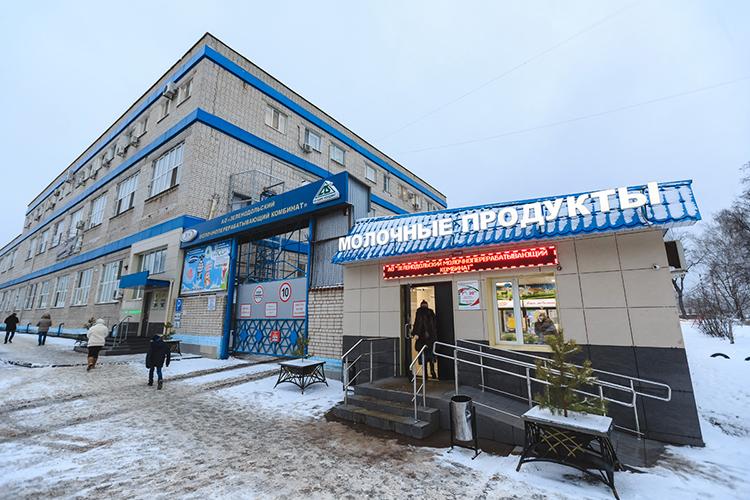 Основным покупателем молока уагрофирм «Ак Барс холдинга» является собственный молочный завод— ООО«ЗМК», который динамично развивается впоследнее время
