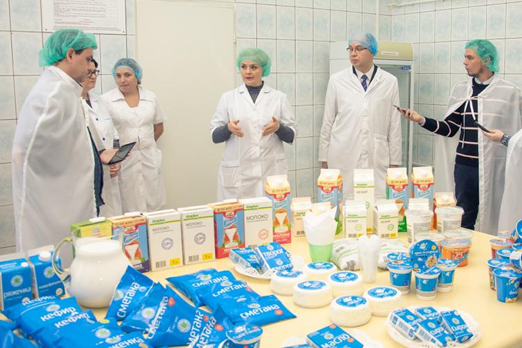 Все «фардиевское» молоко сбывается на входящий в группу компаний набережночелнинский молочный комбинат— ООО «Агросила-Молоко» (реализует молочную продукцию под брендом «Просто молоко»), который в 2020 году перерабатывало 150 тонн молока в сутки (около 55 тыс. тонн в год)