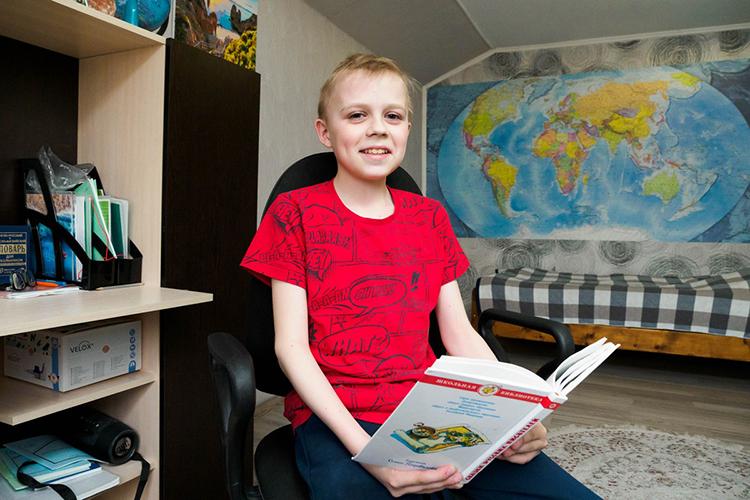 Сейчас Эрику 13 лет и, несмотря наболезнь, онведет обычную жизнь, привычную для всех его сверстников. Мальчик очень любит рисовать, общается сдрузьями винтернете, акроме этого— очень любит готовить