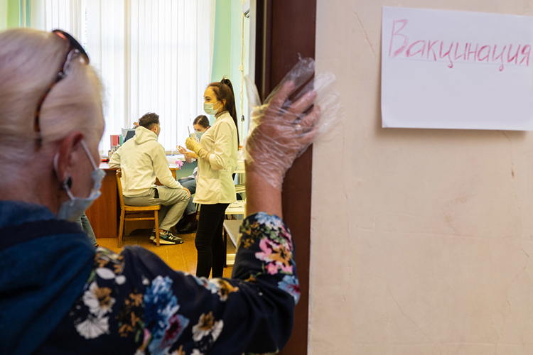 Власти регионовзапускают программу поощрения для привлечения населения в пункты вакцинации