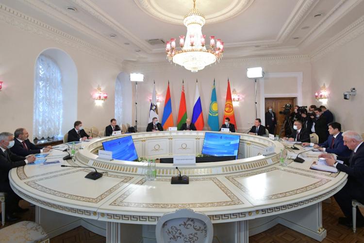 Сегодня вКазанской ратуше открылось заседание двухдневного Евразийского межправительственного совета, накоторое съехались премьер-министры Армении, Казахстана, Таджикистана, Узбекистана, Киргизии, Беларуси, Туркменистана, повидеосвязи подключились внешние наблюдатели— Куба иМолдова