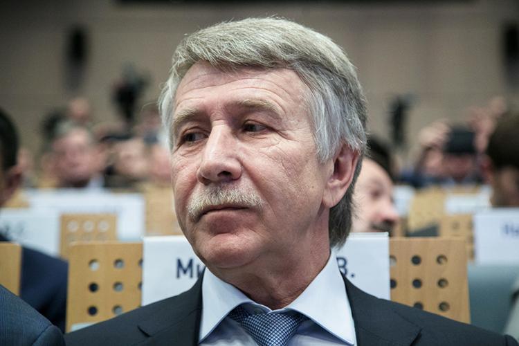 65-летнийЛеонид Викторович Михельсон— известный российский миллиардер, предприниматель. Онпредседатель правления российской газовой компании ПАО «Новатэк», председатель совета директоров икрупнейший акционер ведущего российского нефтехимического холдинга «Сибур»