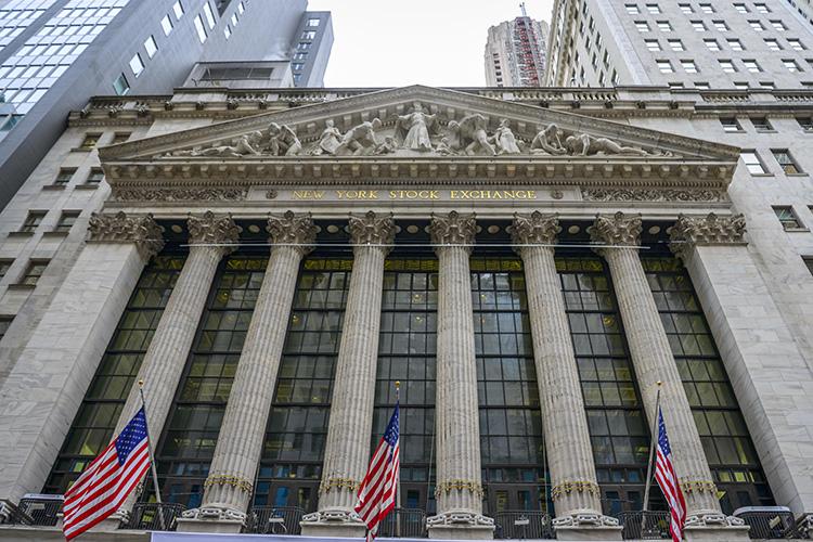 «Cами индексы рынков пока еще бьют рекорд зарекордом— ноукрупных игроков нарастает тренд навывод денег срынка инаращивание объемов кэша»