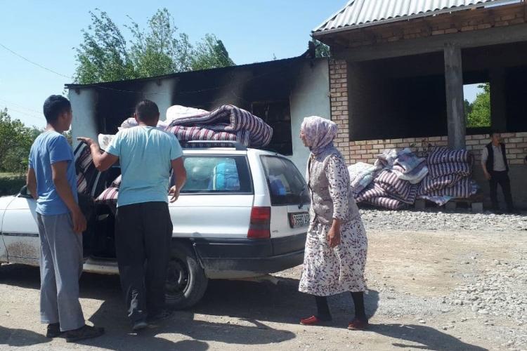 Наминувшей неделе Киргизия иТаджикистан оказались награни большой войны. Десятки раненных иубитых как стой, так исэтой стороны; подверглись обстрелу приграничные села, разрушены дома идороги,27тыс. человек эвакуированы иззоны конфликта