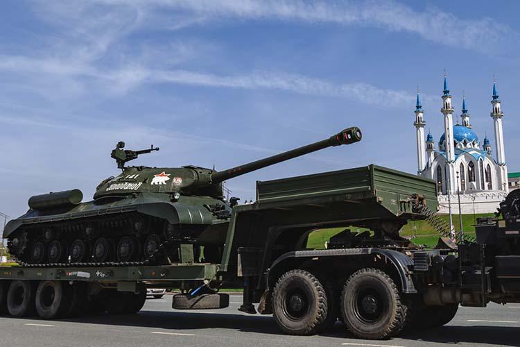 Парад Победы состоится наплощади Тысячелетия— прохождение войск Казанского гарнизона, специальных подразделений, боевой техники иконцертная программа