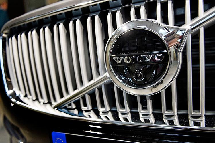 Можно поздравить срекордом ишведско-китайский Volvo, популярность которого вРТвыросла на7% до61 авто