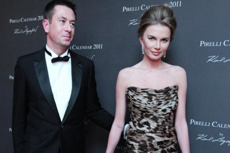 Жена Конова— Катарина Конкс— модель родом изХабаровска сэстонскими корнями.В2016 году спустя 10лет отношений пара сыграла свадьбу вБарвихе, которую оценили в45млн рублей. Сейчас супруги воспитывают сына Яна