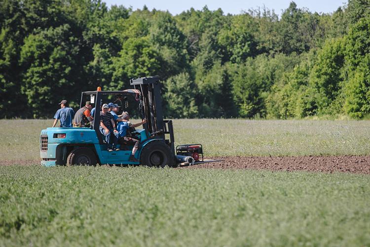 Википедия вообще пишет, что Россия иКанада всвязи сизменением климата уже сейчас на25% улучшили эффективность сельского хозяйства, аСоединенные Штаты иЕвропа, наоборот, понизили
