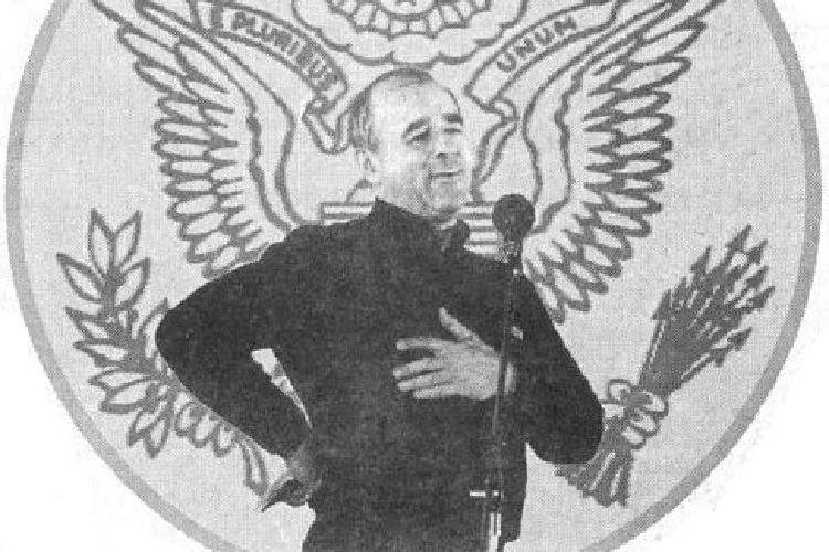 Впервое время Лигачев был активным деятелем перестройки. Онпоставил редактором «Огонька»Виталия Коротича (на фото)