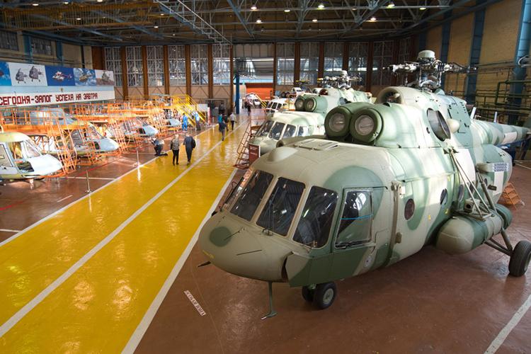 Поговаривают, что заказами поделится Улан-Удэ, который почти полностью стянул ксебе производство Ми-8/Ми-17, но, думаем, всё несколько проще: Белых-младшему намеренно оставлен хороший задел, который способен существенно поправить дела завода