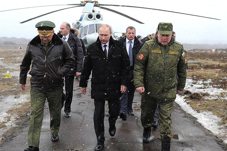 Владимир Путинпризвал оборонщиков диверсифицировать, нонивкоем разе некастрюлями-сковородками, авысокотехнологичной продукцией гражданского идвойного назначения. К2020 годуеедоля упредприятий ОПК должна была составить 17%, к2025-му— 30%, к2030-му— 50%