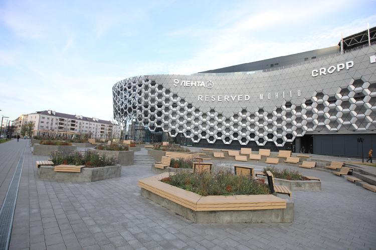 «Для всех административных иторговых центров площадью от400 квадратных метров создается концепция. Принцип размещения вывесок следует архитектурной логике фасада»