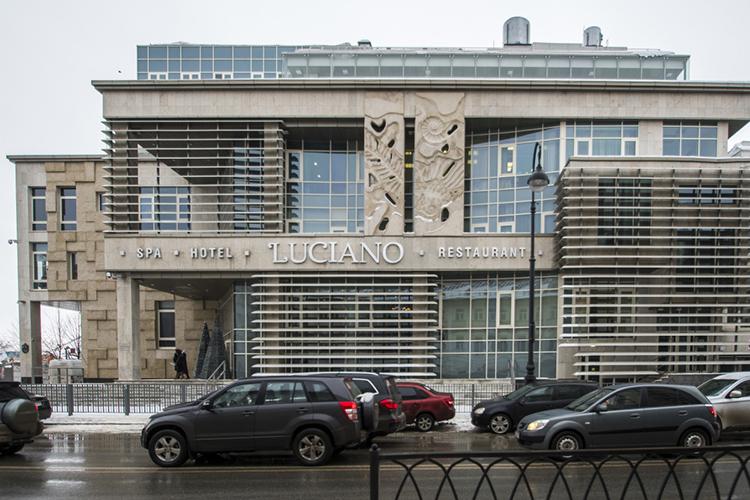 «Здание «Лучано»— пяти-шестиэтажное, такой высотности дома наБулаке уже есть.Повсем параметрам (высотность, парковочные места, озеленение) здание проходит, внешний вид здания рассматривался наградостроительном совете несколько раз»