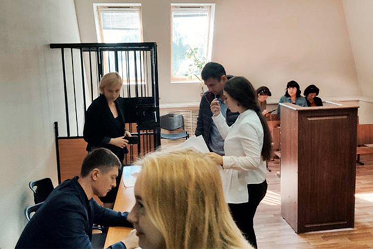 Еще один пример стабильности— адвокатЭдуард Гайнуллин(на фото слева), который впрошлом году взлетелпочти на20 позиций, ипродолжает держать планку