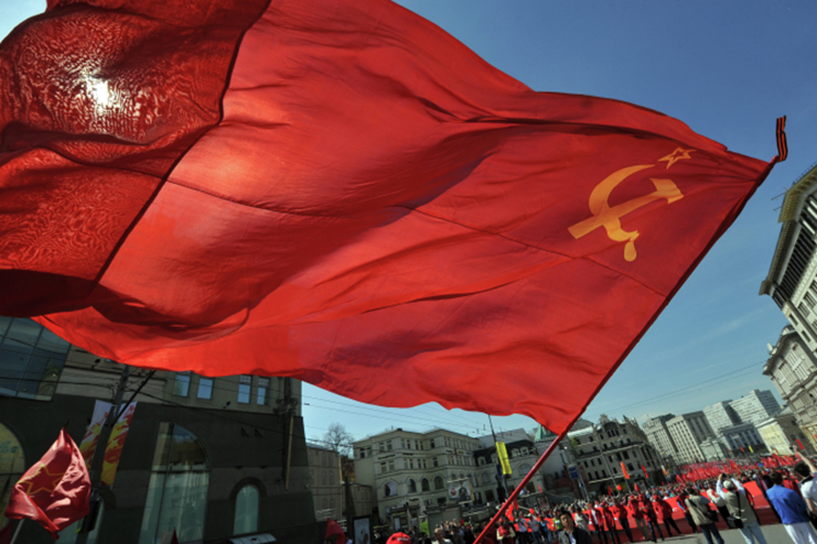 «Мынепротив искусства, мыпротив того, чтобы искусство превращалось вполитическое оружие. Мысчитаем оскорблением узбекского народа— поднять всамом центре столицы флаг СССР, окрашенный кровью прогрессивной узбекской интеллигенции инаших добродушных предков»,— заявил Кадыров