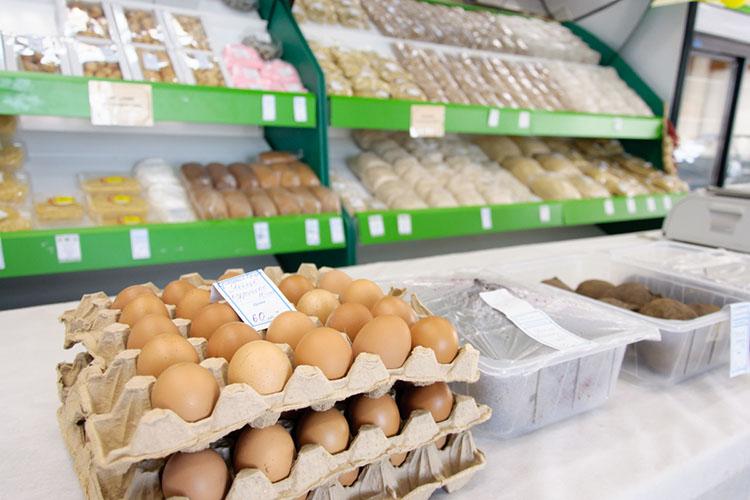 «Пояйцам (вопрос касался повышенияцен накуриные яйца -прим. авт.) мысчитаем, что это было сезонное повышение, насегодняшний день снижение цен пошло, оно уже достаточно серьезное идальше продолжится»