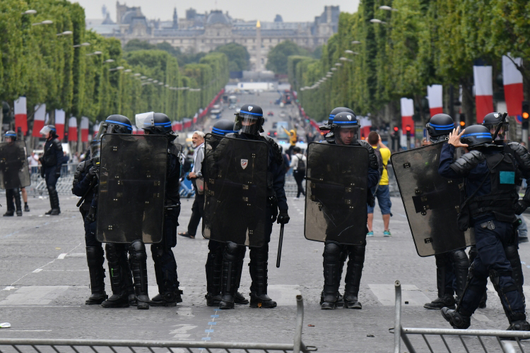 Французские военные предупредили онадвигающейся настрану гражданской войне