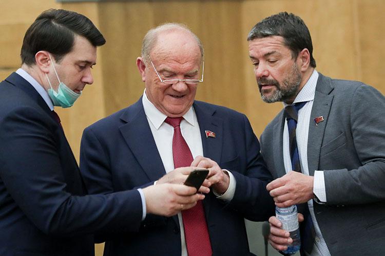 Геннадий Зюганов (в центре) пожелал успеха правительству Мишустина вделах, новспоминал былые успехи страны