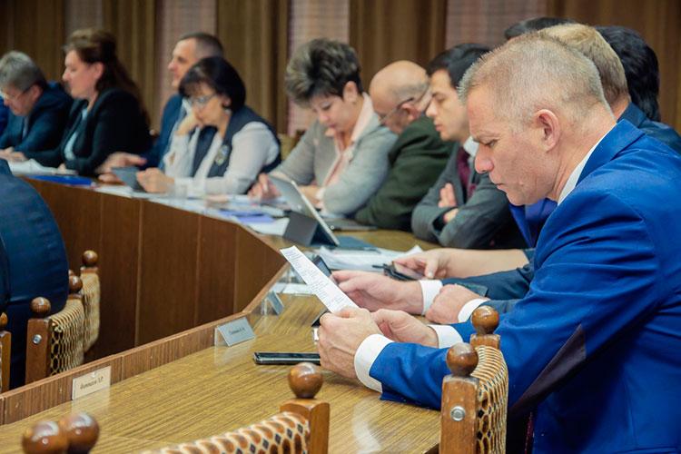 Семья главы Центрального района Челнов Искандера Галимова получила за год около 2 млн рублей