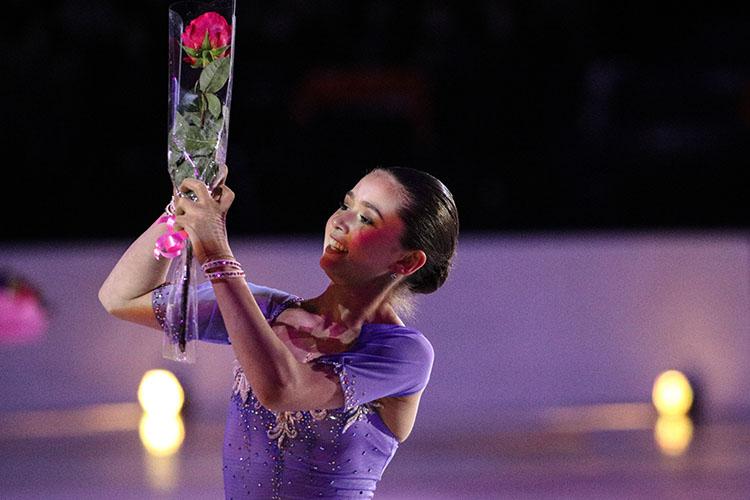 Главным фаворитом вженском одиночном катании называют 15-летнююКамилу Валиеву (100), она еще даже неучаствовала вмеждународных соревнованиях для взрослых, ноуже большая звезда