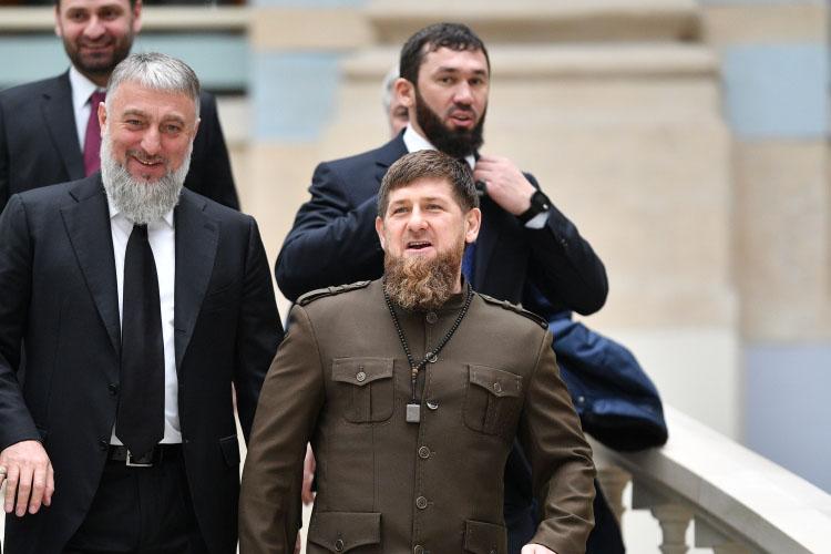 Адам Делимханов(слева)— депутат Госдумы отЧечни иправая рукаРамзана Кадырова (справа)