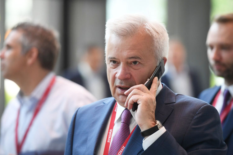Вагит Алекперов(13): «Для меня это очень важно— спонсорская деятельность здесь, натерритории Болгара»
