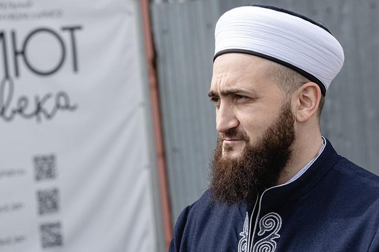Назаметку обоеприпасах иКоране, якобы найденном наквартире убийцы, был вынужден прореагировать муфтий ТатарстанаКамиль Самигуллин