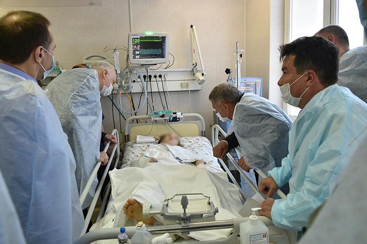 Президент Республики Татарстан Рустам Минниханов навестил ребят и пожелал им скорейшего выздоровления. Врачи доложили о состоянии детей, заверив, что все пациенты получают необходимую помощь