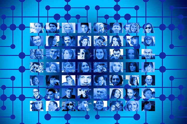«Люди сами по себе склонны сбиваться в стаи, секты, тусовки и прочие замкнутые психологические группы. То, что мы сейчас видим в социальных сетях, это огромное количество таких замкнутых групп»