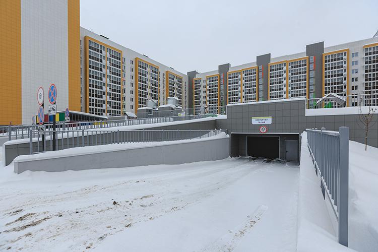 Девелоперы понимают: городские пространства должны принадлежать людям, анемашинам. Инеправильно, если дворы или придомовая территория заставлены автомобилями.Рассматриватьже парковки сточки зрения выгоды отпродажи нестоит