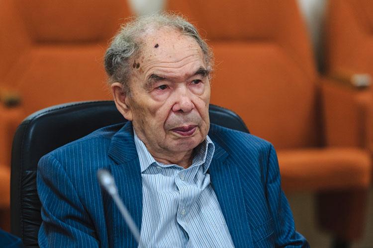 В Казани тогдашний декан истфака Индус Тагиров решил, что такой студент не будет лишним
