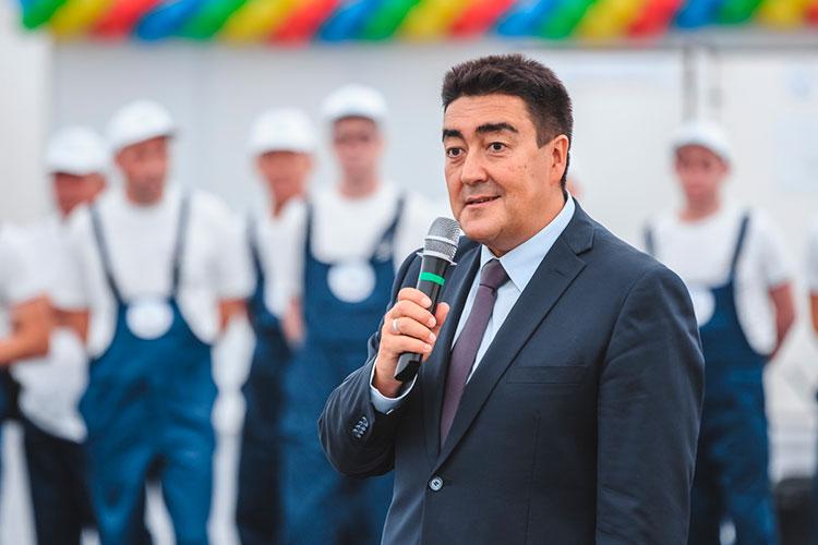 Васпирантуру Алибаев пошел накафедру политэкономии