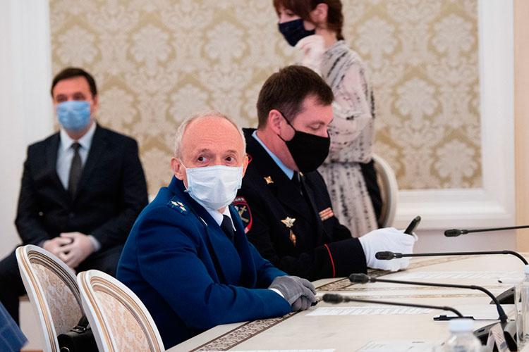Прокурор Казани Олег Дроздов заработал за 2020 год почти 2,4 млн рублей, солидную сумму в 1,6 млн рублей добавила в семейный бюджет его жена