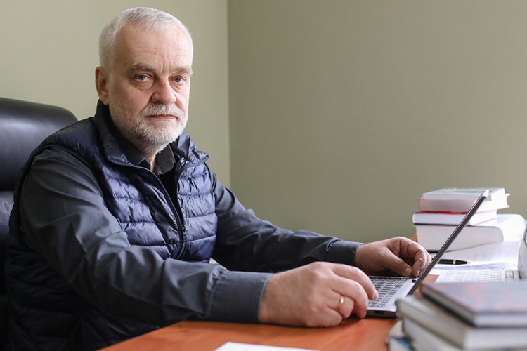 Алексей Варламов:«ВЛитературном институте традиционно очень сильная кафедра художественного перевода. Если абстрагироваться отидеологии, товообще школа художественного перевода вСоветском Союзе была лучшей вмире»