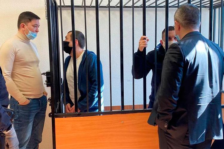 Ильнара Залялова приговорили к10 годам колонии строго режима соштрафом в15млн рублей илишением права работать вправоохранительных органах сроком на10лет. Динару Залялову суд дал 6 лет колонии общего режима