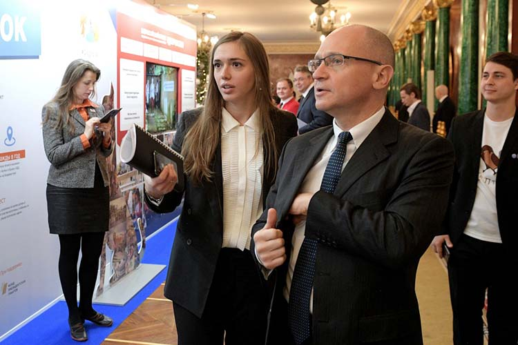 Вкоманде первого замглавы администрации президентаСергея Кириенко, Разуваевойдовольны. Номногое еще зависит оттого, кто попадет вкоманду Разуваевой, пока неизвестно