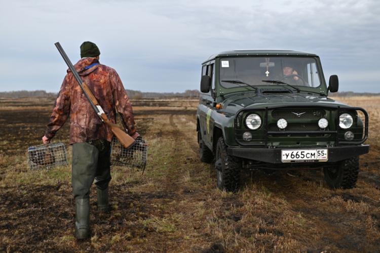 «Сезон охоты вРоссии начинается вАстраханской области вмарте, например, азаканчивается вАрхангельской области виюне. Получается, охота идет четыре месяца»