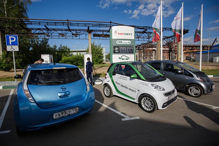 Чиновники планируют, что к2022 году доля приобретаемого вРФэлектротранспорта составит 1,7% отрынка в1,8млн машин, ак2030 году— 15% (при рынке в2,5млн штук), аобщий парк электромобилей достигнет 1,5млн штук