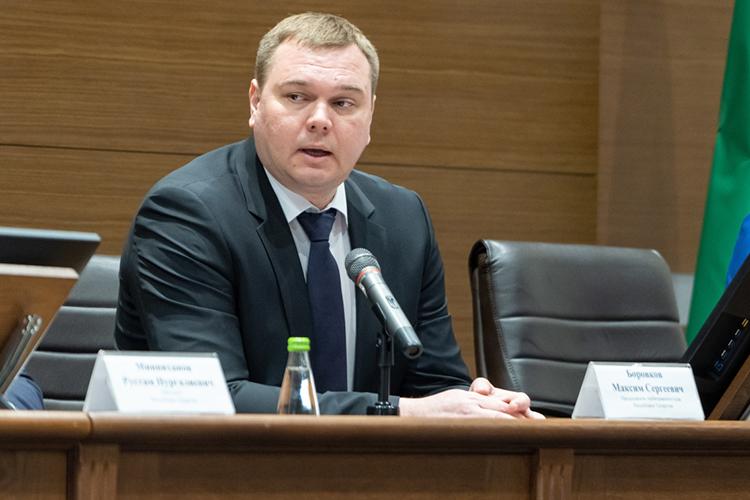 Галантно исдостоинством занимает 6-е место председатель арбитражаМаксим Боровков. Семья председателя суда задекларировала доход в5,5млн рублей, увеличив его загод на2,1 миллиона