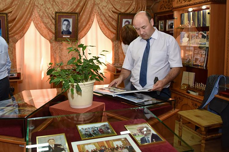 Гости посетили музей вродном селеМинтимера Шаймиеваирайонный дом культуры имени Альфии Авзаловой, атакже местную гимназию-интернат для одаренных детей