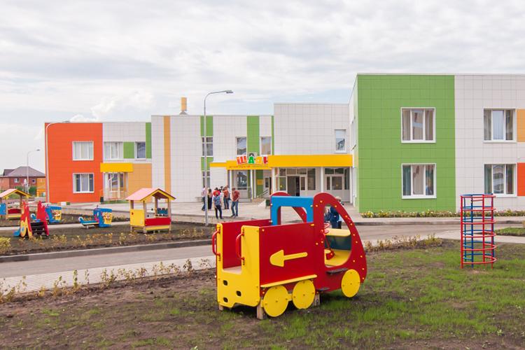 Для некоторых родителей даже 100-200 рублей вмесяц, которые придется дополнительно отдавать заохранника, могут быть серьезной суммой