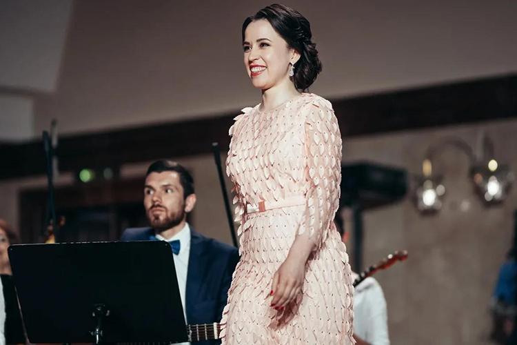 Хедлайнерами концерта стали солистка Мариинского театра Айгуль Хисматуллина которой после арии Царицы ночи из«Волшебной флейты» Моцарта аплодировали даже музыканты изобоих оркестров
