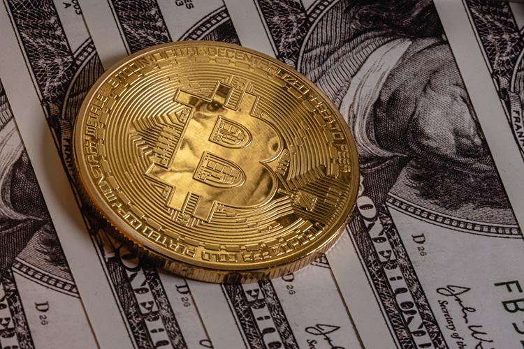 Накануне американские горки, которые периодически устраивает курс биткоина, перешли врежим отвесного падения. Утром буквально закакие-то 2,5 часа стоимость самой известной криптовалюты упала на6%,